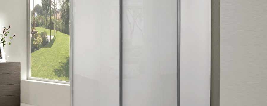 ארון הזזה זכוכית לבנה